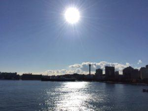 太陽と青い海・空飛ぶ